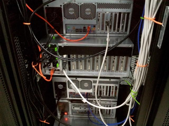 Computador do meio com 7 placas GTX1080 em SLi, só para cracking!</small)